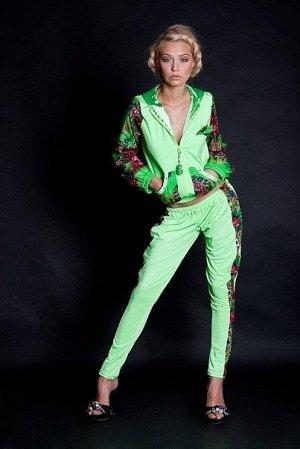Костюм яркого модного цвета из бифлекса. Брюки – легкие галифе. Цвет салатовый гораздо ярче, чем на фото. Оч классный