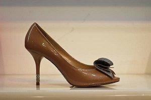 Кожаные летние туфли, сверху натуральный лак