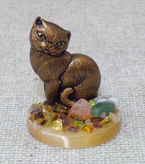 Настольный сувенир Кошка на селените