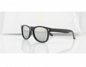 Солнцезащитные очки детские с серыми зеркальными стеклами