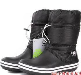 Демисезонные сапоги Crocs чёрного цвета