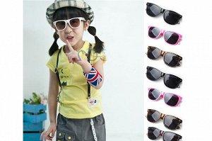 Солнцезащитные очки в пластиковой оправе (в ассортименте)