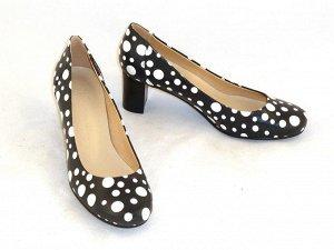 Туфли VS1219-100 из черной кожи в белый горох