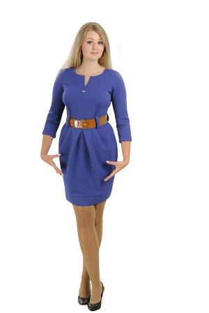 Уютное офисное платье с синим жемчужным поясом