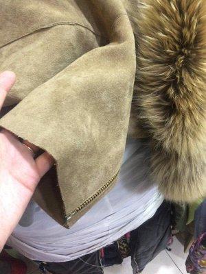 пальто материал: искусственная замша, мех отстегивается; модель oversized - носится свободно, смотрится супер; кто любит воблипку - берем на размер меньше.