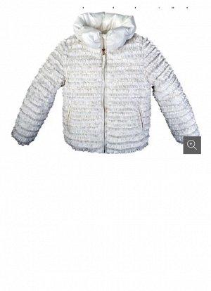 Пристрою куртку белого цвета