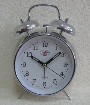 Будильник Тип механизма: Кварцевый Корпус: Латунь Минеральное стекло ГАБАРИТЫ (В\Ш\Г) : 175-125-60 (мм.)