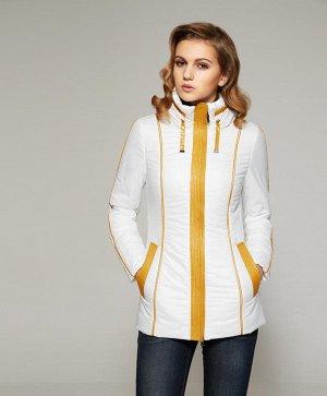Белая весенняя курточка