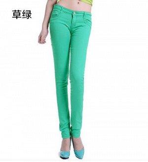 Пристрою яркие тонкие джинсы