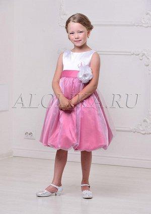 Платье Ткань: Атлас Состав: Верх-100% полиэстер, подклад-100% хлопок Описание: Стильное нарядное платье для девочек. Классический лиф без рукавов соединяется с пышной юбкой-баллон, покрытой верхним сл