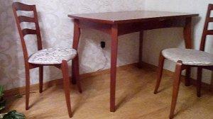 Стол и два стула из нат. дерева(массив дуба), цена указана за комплект