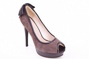 Замшевые туфли на 38 - 38,5 размер