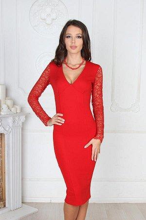 платье-футляр красного цвета со смелым декольте