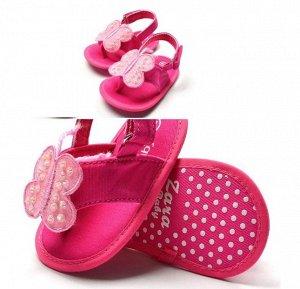 Сандалики-пинетки темно-розовые с бабочкой