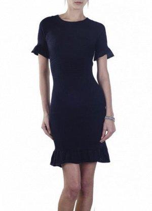 Платье Подойдет на 42-44 . тонкая вязка как раз по сезону, очень приятная к телу ткань. для уверенных в себе девушек, у которых есть чувство стиля и вкуса. Имеет небольшой складской запах, при стирке