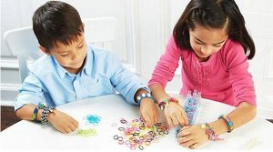 Образцы Добавляйте к плетению браслетов разноцветные яркие бусинки и красочные подвески, и ваши творения станут  по истине уникальными украшениями. Браслеты, колечки, ободки, кулоны и подвески, шапочк