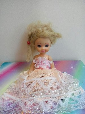 Платье с кружевной юбкой и розовым верхом
