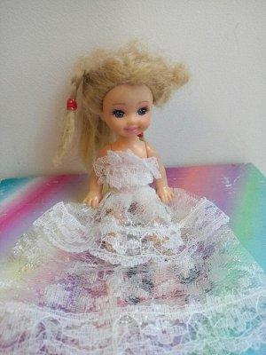 Платье с кружевной юбкой и белым верхом