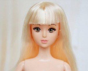 Кукла без одежды со светлыми волосами и челкой