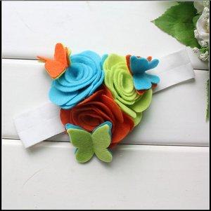Повязка на голову с тремя фетровыми цветами и бабочками
