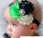 Повязка на голову с тремя цветочками и брошью
