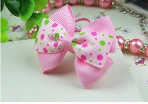 Резинка для волос с двойным бело-розовым бантиком с цветными кружочками