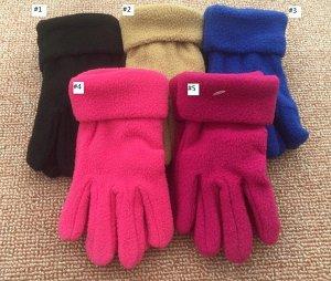 Чёрные и малиновые перчатки