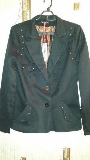черный пиджак в винтажном стиле