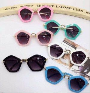Солнцезащитные очки детские в форме пятигранника  (в ассортименте)
