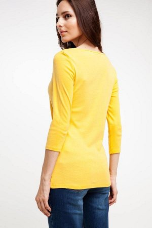 Футболка Dimensions of model: Height: 1,74 Chest: 82 Waist: 60 Hip: 89 Sample size: S %100 cotton