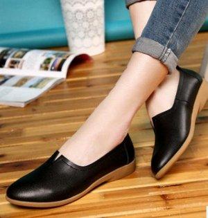 Туфли женские, закрытые, чёрного цвета.