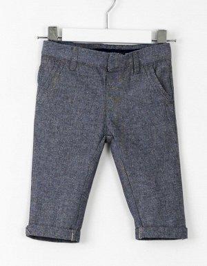 Брюки Брюки конические из темно-синей оксфордской ткани, с двумя передними и задними карманами. С регулируемым поясом и внутренней кнопкой. Состав: 100% хлопок.