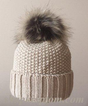 Вязанная шапочка светло-бежевая