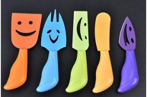 Набор из пяти разноцветных ножей для сыра; состав лезвия нержавеющая сталь; цвета ножей(длина ручки см;длина лезвия см;ширина см