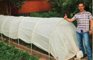 Теплица Увеличенная высота до 1,3м позволяет выращивать любые сорта растений, включая высокорослые помидоры и даже огурцы на шпалере! Повышенная плотность спанбонда до 60 г/м2 позволяет лучше удержива