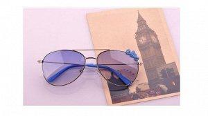 Солнцезащитные очки детские в тонкой металлической оправе с синими стеклами и сердечками