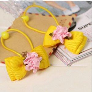 Резинка для волос  с двойным желтым бантиком и цветком