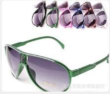 Солнцезащитные очки детские в темно-розовой оправе