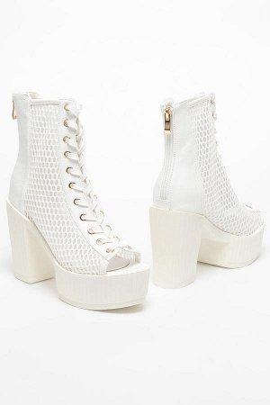 Белые ботинки на платформе