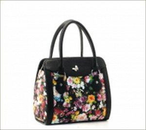 Хорошенькая сумочка с черно-белыми бабочками..