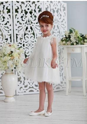 Платье Ткань: Атлас, сетка Состав: Верх 100% полиэстер, подклад 100% хлопок Описание: Восхитительное нарядное платье-трапеция для девочек. Верхний слой лифа и рукава-крылышки выполнены из прозрачной с