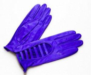 Яркие кожаные перчатки. Производство: Россия.