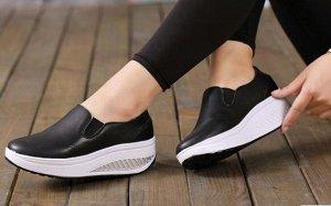 кроссовки, на ногу 24-24,3 см.