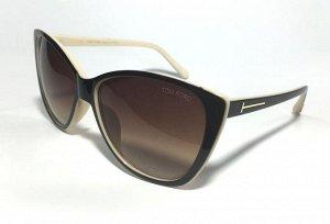 Красивые коричневые очки.