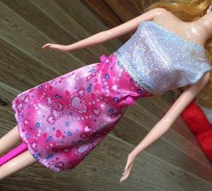 Платье розово-серебристое с сердечками