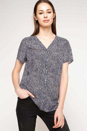 Отличная блузка на 56-58 размер.