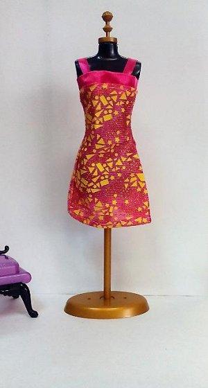 Платье розово-желтое с фигурами