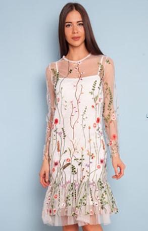 Милое платье с вышивкой для молодой девушки