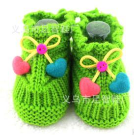 Пинетки-носочки вязаные с вишенками впереди (в ассортименте)