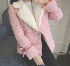Теплая куртка с белым меховым воротником